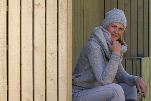 12 fotografie wintermode dames muts trui colsjaal roosenstein wolke 2050 525x350