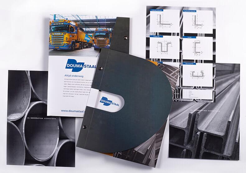 01-ontwerp-staal-profielen-omslagmap-leaflet-doumastaal