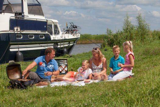 02 fotografie kruizer varen gezin huren barbeque veldman yacht charters 02 525x350