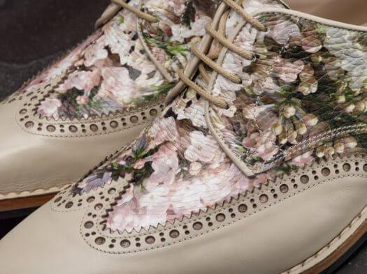 04 fotografie herenschoenen printschoenen bloemen custcomcomfort71 525x393