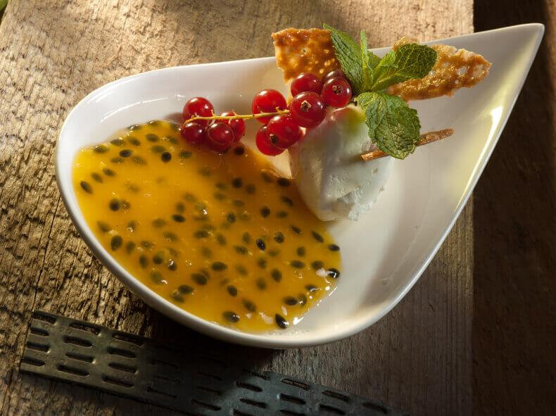 fotografie van dessert met opvallende kleuren in de juiste compositie fefotografeerd.