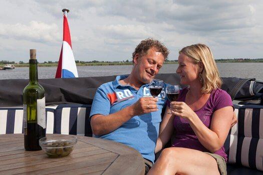 09 fotografie kruizer huren varen echtpaar wijn gezellig veldman yacht charter 525x350