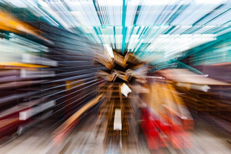 Staal gefotografeerd met een lange sluitertijd en in die tijd het zoomlens naar buiten gedraaid.