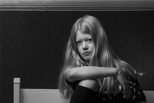 01 fotografie zwart wit portret jeugd roos u 525x350