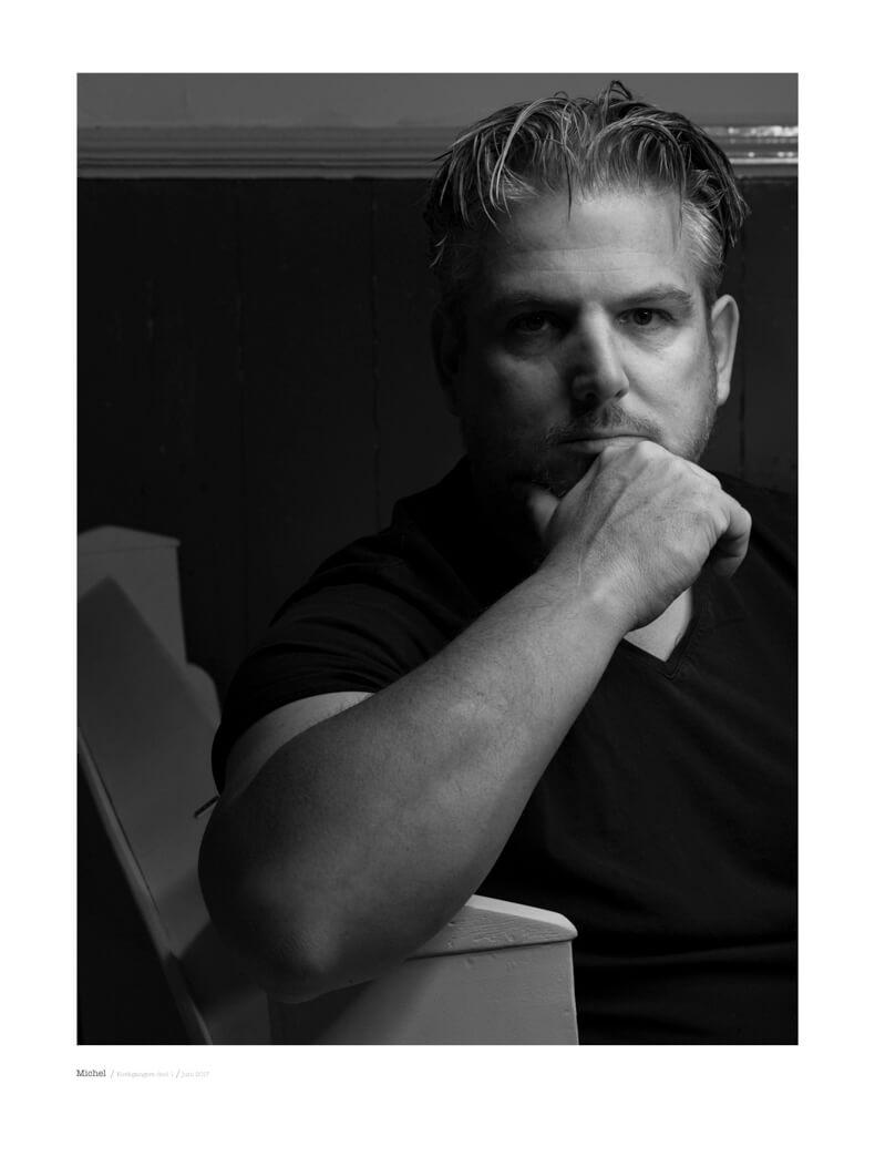 portret fotografie in zwart wit met model Michel uit de serie kerkgangers