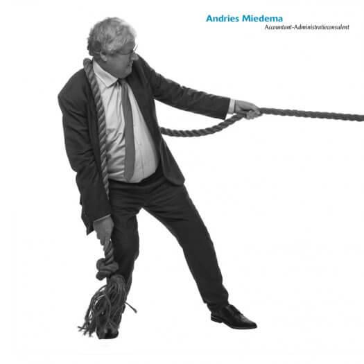 04 touwtrekken miedema accountant portretfotografie zwart wit Andries 006 zw02 525x525