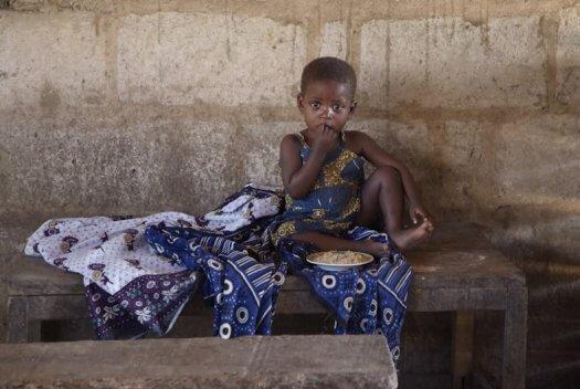 08 Tanzania portretten boerinnen farmfriends fotografie kinderen DSF3493 525x352