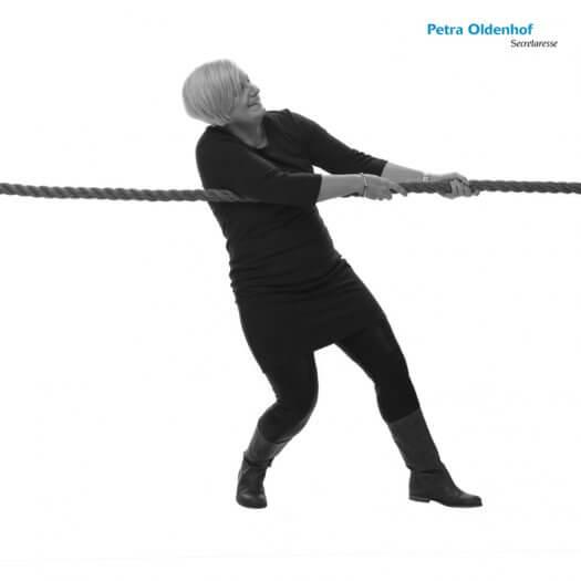 14 touwtrekken miedema accountant portretfotografie zwart wit PetraO 047 zw02 525x525