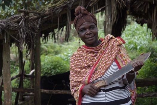 27 Tanzania portretten boerinnen farmfriends fotografie DSF4657 525x352