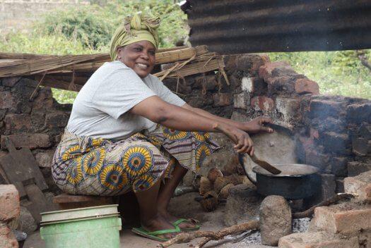 31 Tanzania portretten boerinnen farmfriends fotografie koken DSF4864 525x352