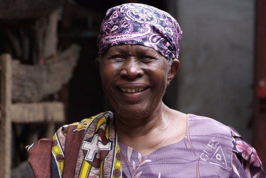 33 Tanzania portretten boerinnen farmfriends fotografie DSF4886 525x352