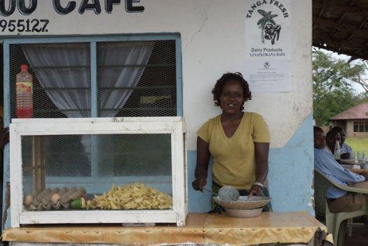 35 Tanzania portretten boerinnen farmfriends fotografie patet chips eierenDSF4877 525x352