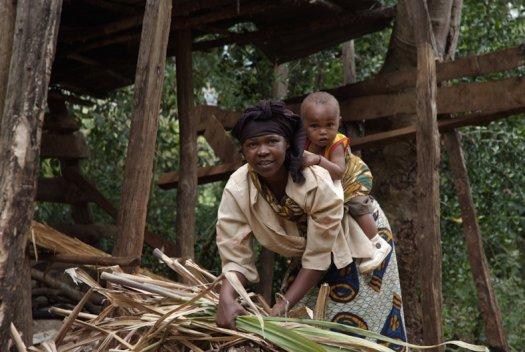 47 Tanzania portretten boerinnen farmfriends fotografie kind DSF5426 525x352