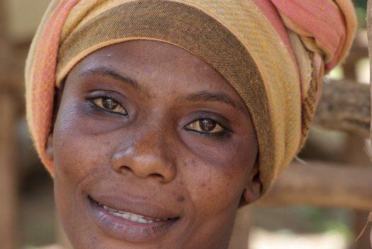60 Tanzania portretten boerinnen farmfriends fotografie DSF6089 525x352