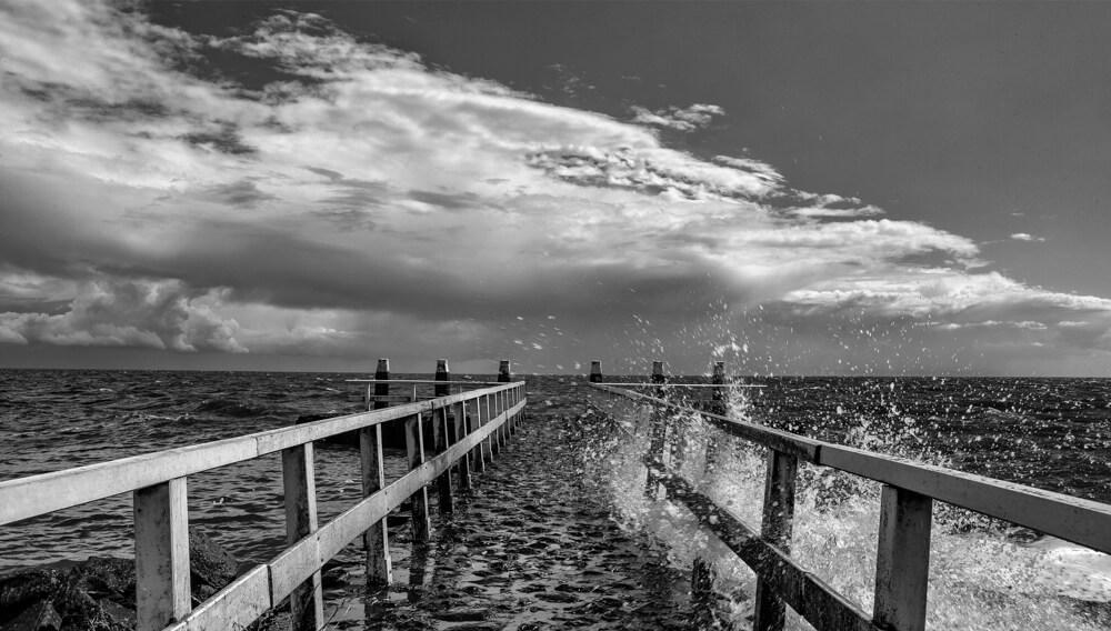steiger afsluitdijk zwart wit ijsselmeer