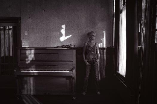 03 viool cafe jikke ozinga sneek Afuk fotografie tango dans zwartwit 15 0401 1 525x351