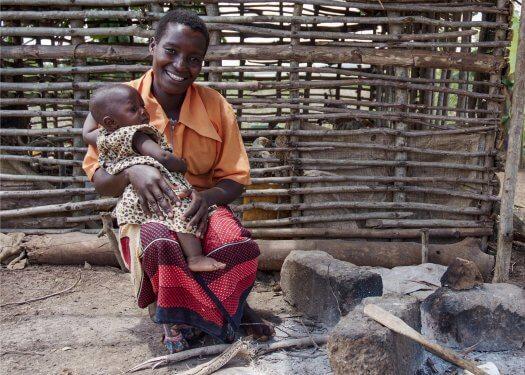 05 boerin trotsevrouw kind Farida Nyakunga tanzania 3470 525x375