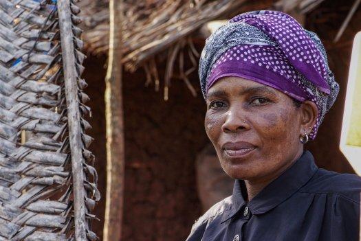 40 01 boerin trotsevrouw Mahija Saidi Maramba Tanzania 6367 525x351